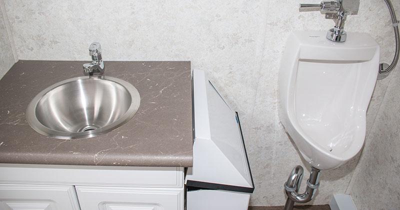 washroom-trailer-3